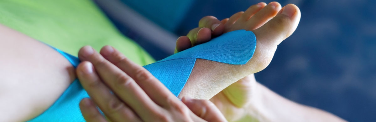 Kinesiologisches Taping des Fußhebers