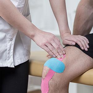 Kinesiologisches Tape bei Knieschmerzen